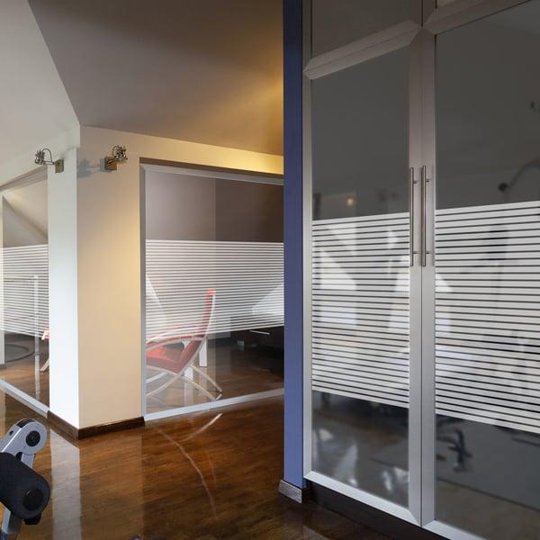 Folia dekoracyjna o wzorze białych pasów –  szerokość 18mm