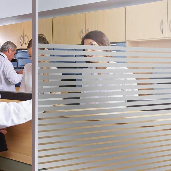 Folia dekoracyjna o wzorze srebrnych pasów  –  szerokość 10mm